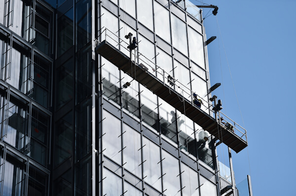 Skyscaper using Suspended Scaffolding for repairs